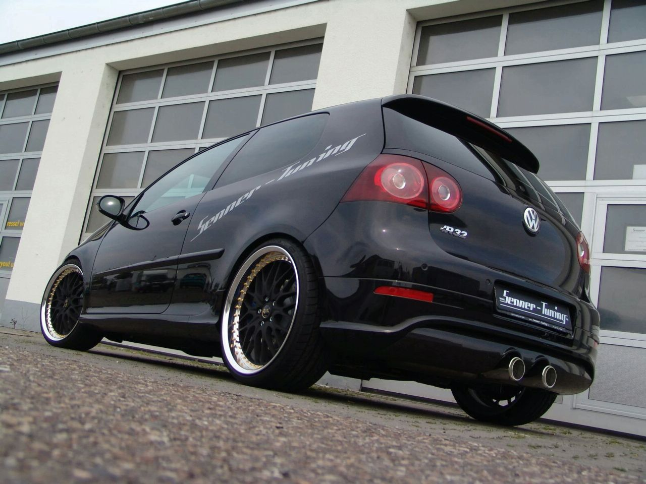 vw golf v r32 by senner tuning. Black Bedroom Furniture Sets. Home Design Ideas