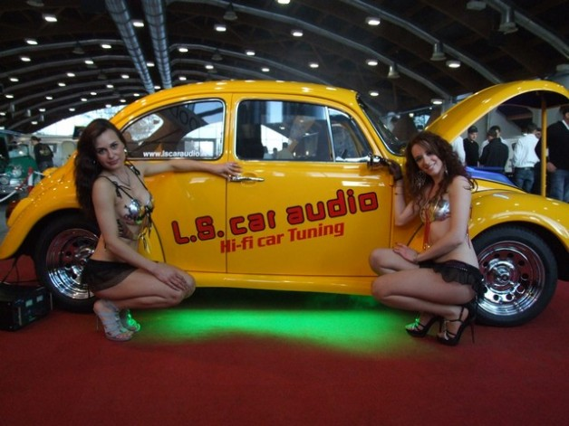 ls car audio beetle dancing 2 628x471 VW Super Beetle Dance to the music
