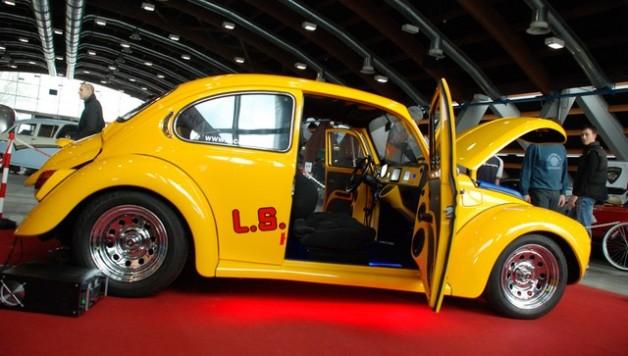 ls car audio beetle dancing 9 628x356 VW Super Beetle Dance to the music