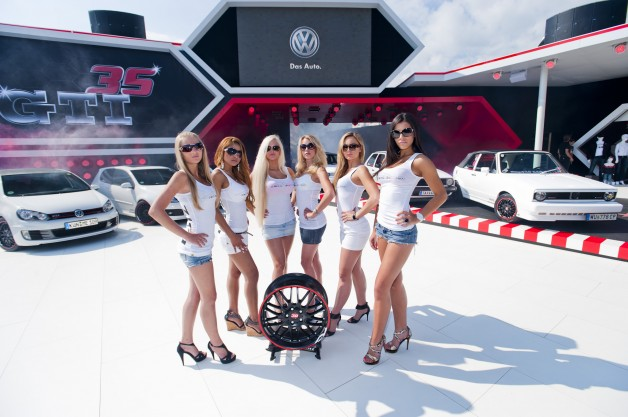 lake30 live on stage girls 628x417 Dotz style unites six generations of VW Golf