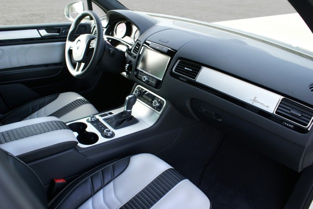 vw touareg ii 25 628x420 touareg II custom interior dashboard