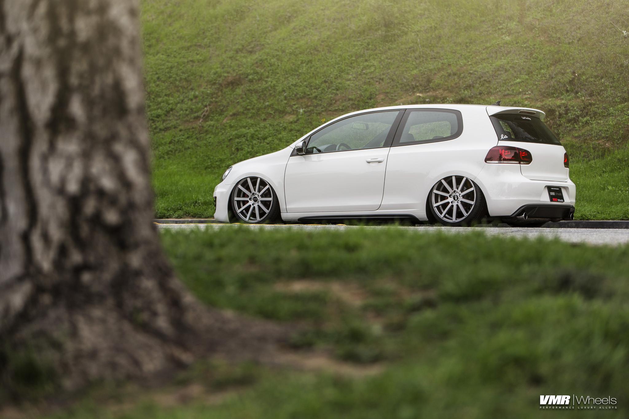 19043369314 01e82ae266 k VW MK6 GTI candy whitewith 19″ V702 matte hyper silver