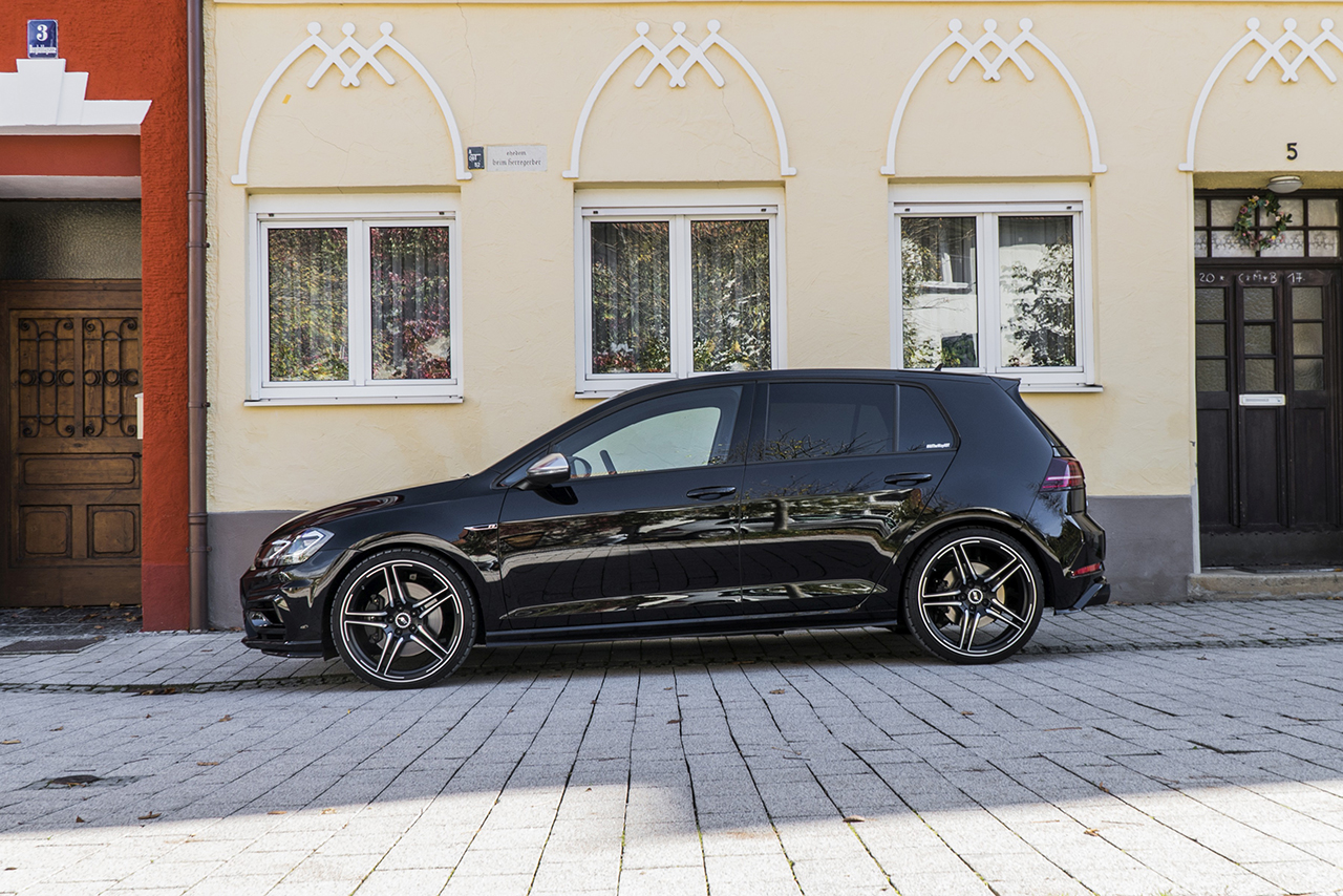 ABT Golf VII R standing side 400 HP in the ABT Golf VII R